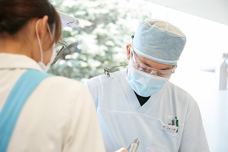 1.専門医による高い技術力・判断力でインプラント手術を成功に導きます。